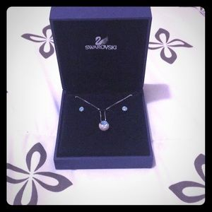 Gorgeous Swarovski set (necklace and earrings)